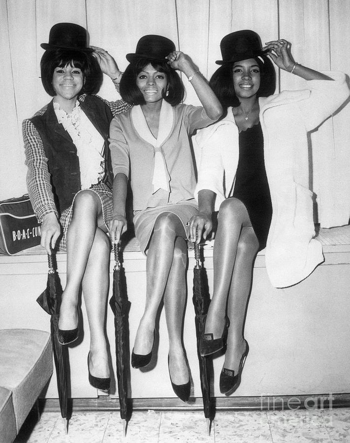 The Supremes Tipping Their Hats Photograph by Bettmann