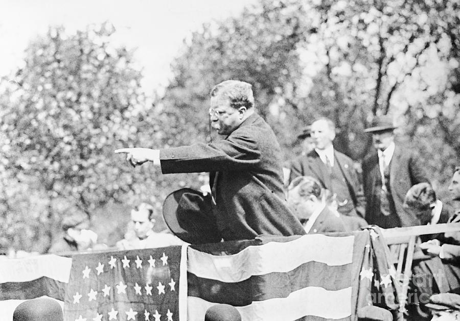Theodore Roosevelt Pointing Photograph by Bettmann