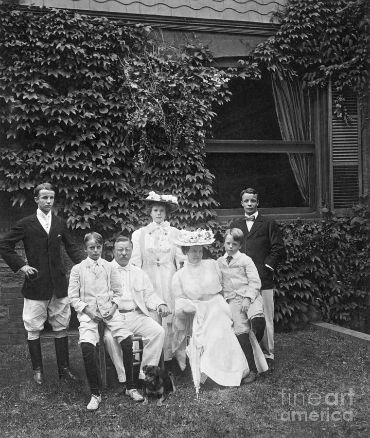 Theodore Roosevelt With His Family Photograph by Bettmann