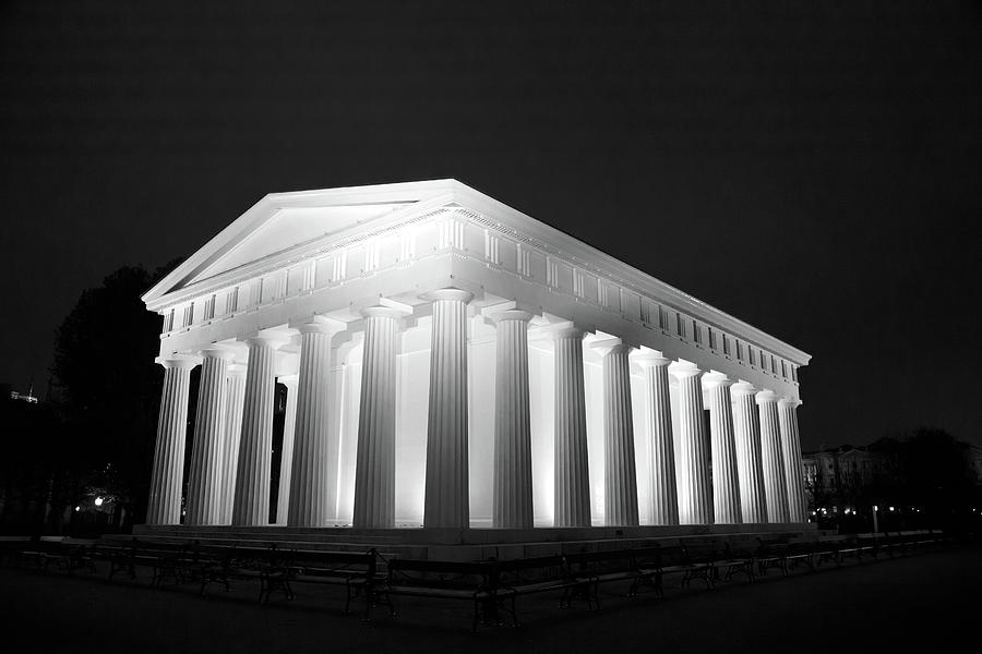 Theseus temple in vienna by Ian Middleton