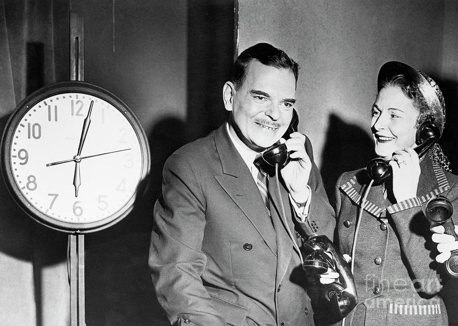 Thomas Dewey And Wife Talking Photograph by Bettmann
