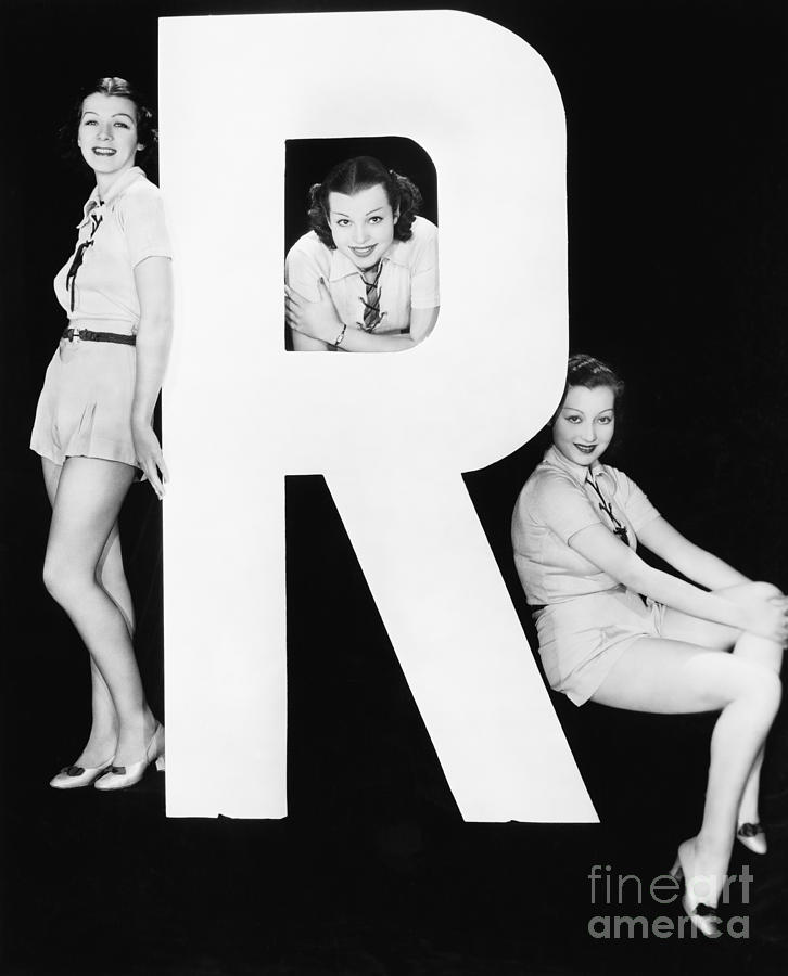 Testimonial Photograph - Three Women Posing With Huge Letter R by Everett Collection