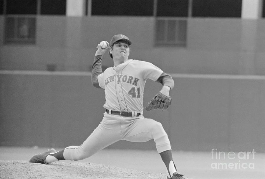 Tom Seaver In Pitching Stance Photograph by Bettmann