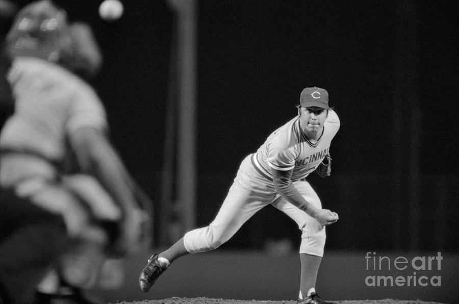 Tom Seaver Letting The Ball Loose Photograph by Bettmann