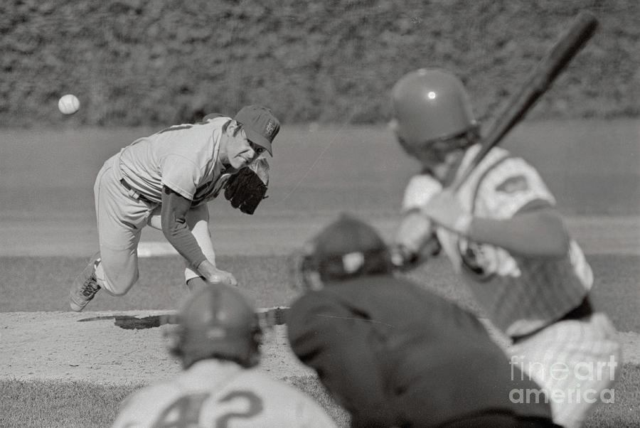 Tom Seaver Pitching Photograph by Bettmann