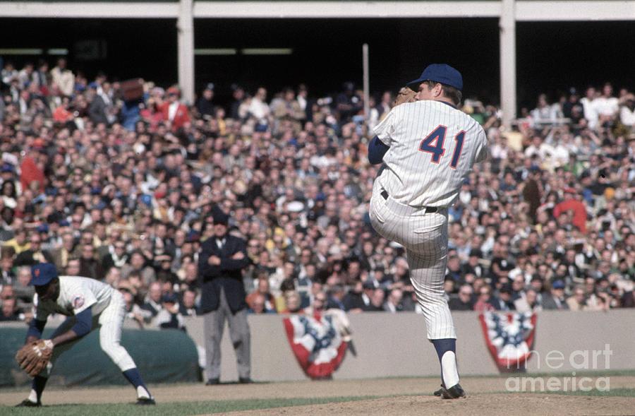 Tom Seaver Pitching During Baseball Game Photograph by Bettmann