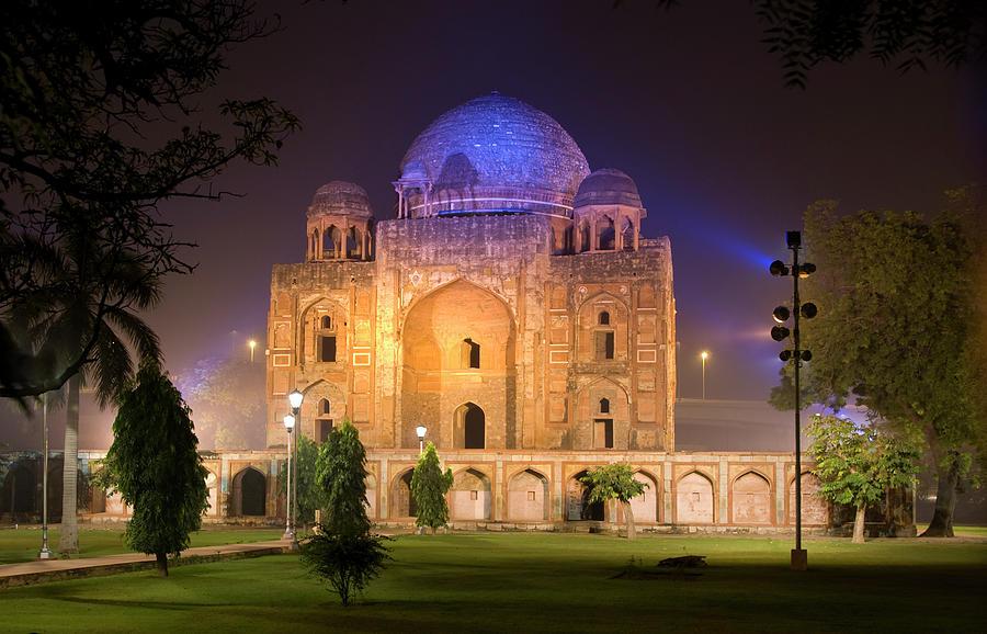Tomb In Delhi Photograph by Karenmassier