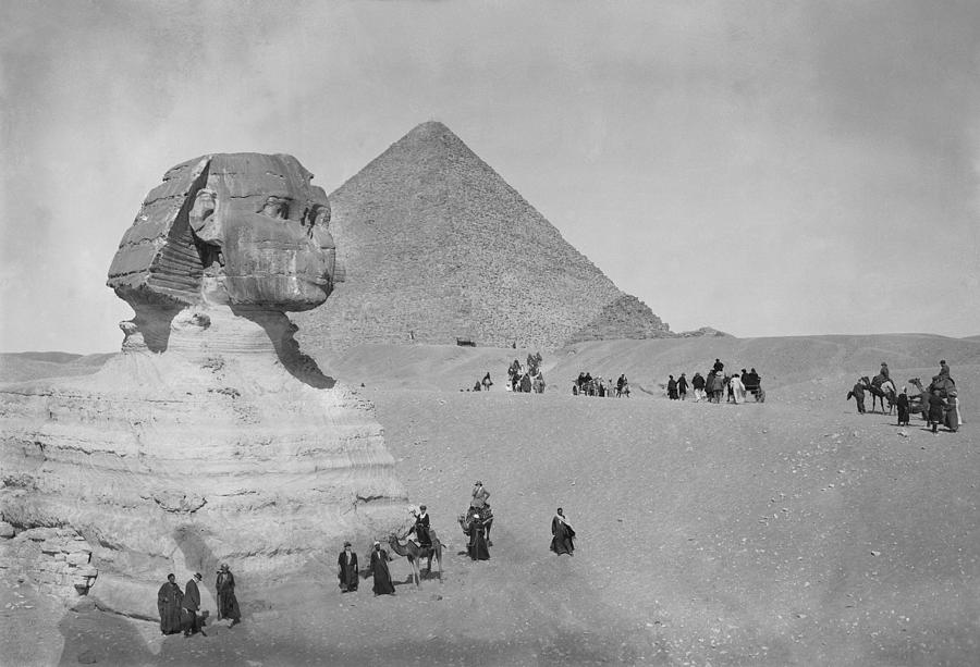 Tourists At Giza Photograph by Topical Press Agency