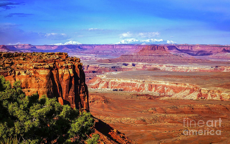 Island In The Sky Photograph - Toward The West In Canyonlands by Bob Lentz
