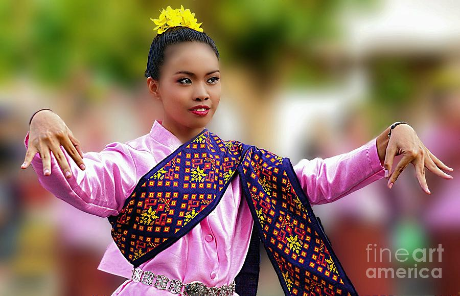 Traditional Cultural Dancer by Ian Gledhill