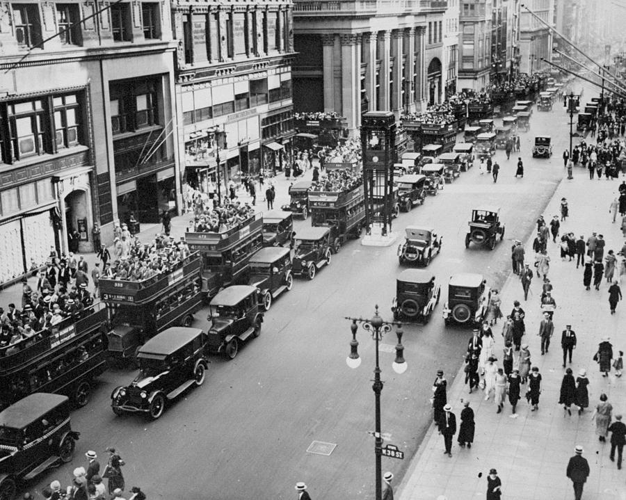 Traffic On Fifth Avenue In 1923 Photograph by New York Daily News Archive