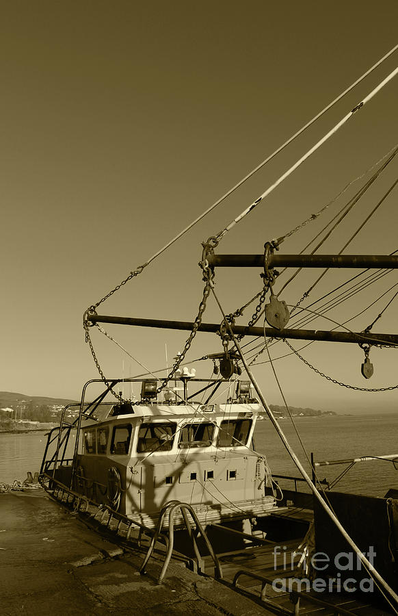 Trawler Rigging Donegal Tint by Eddie Barron