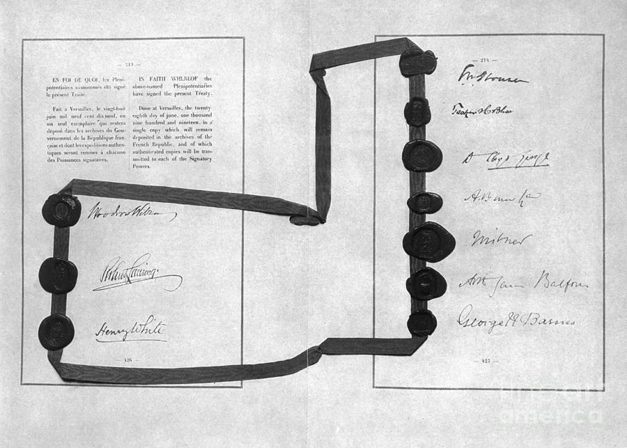 Treaty Of Versailles Photograph by Bettmann