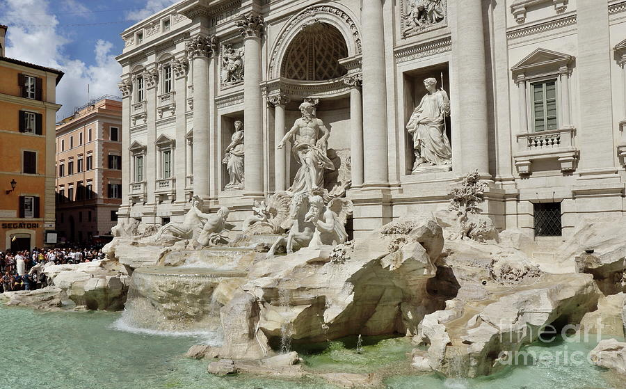 Trevi fountain by Peter Skelton