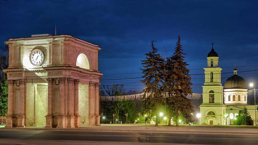 Triumphal Arch by Fabrizio Troiani