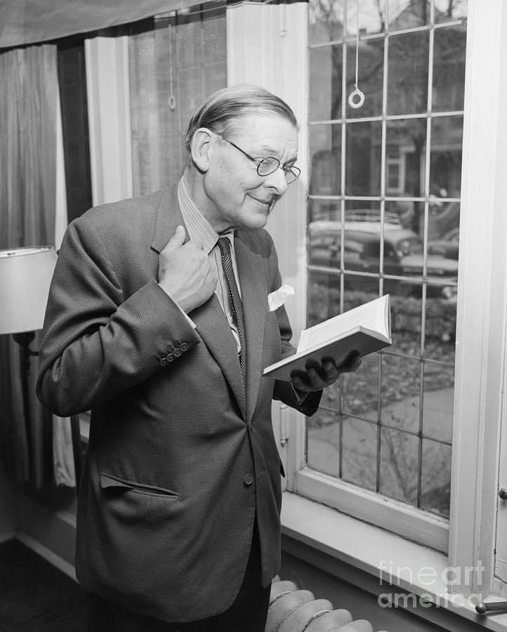 T.s. Eliot Reviews Early Poetry Photograph by Bettmann