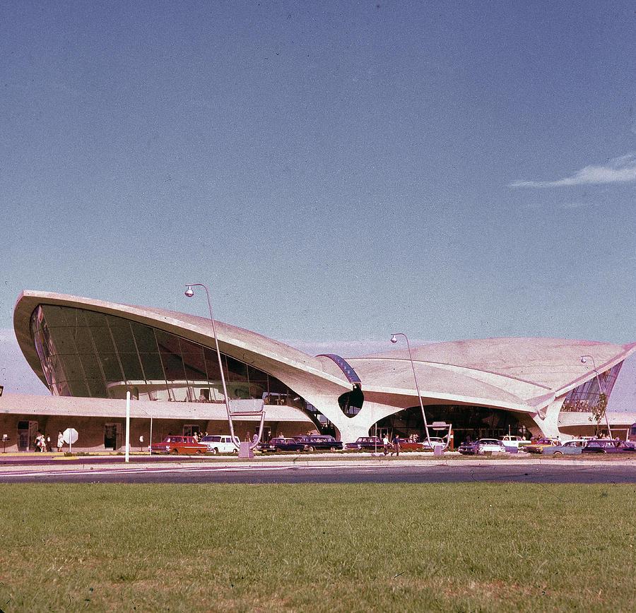 Twa Terminal Photograph by Hulton Archive