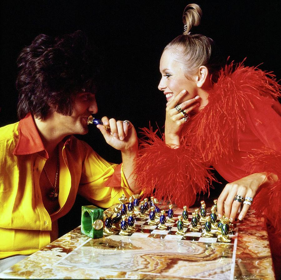 Twiggy And Justin De Villeneuve Play Chess, Vogue Drawing by Bert Stern