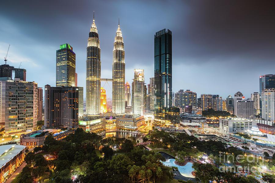 Twin Towers And Skyline At Dusk Klcc Kuala Lumpur Malaysia