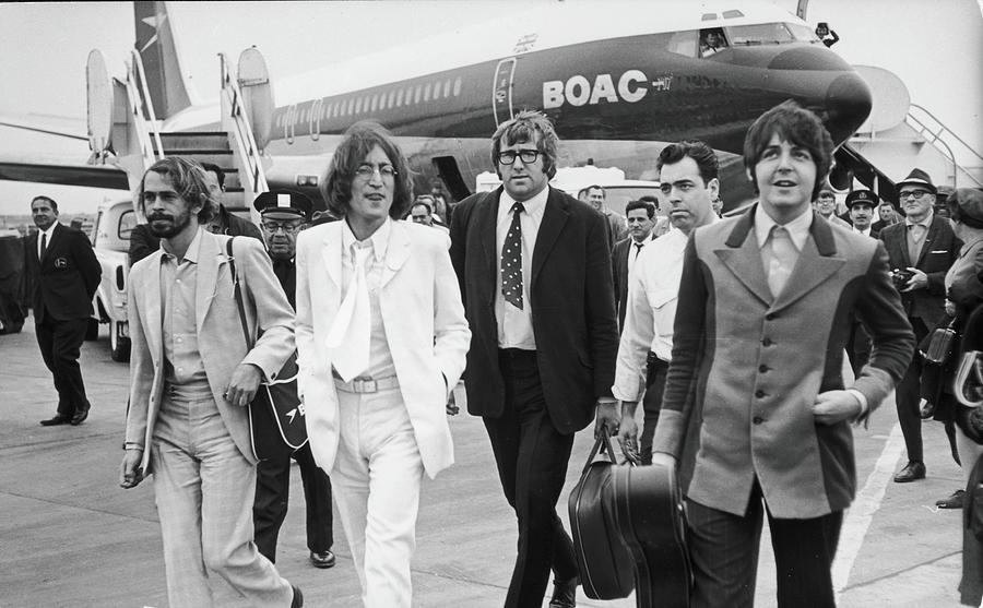Two Beatles Arrive In New York Photograph by Fred W. McDarrah