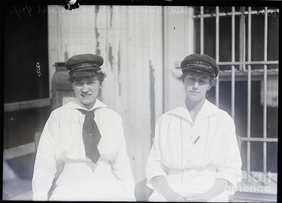 Two Surgeons, Waist Photograph by Bettmann