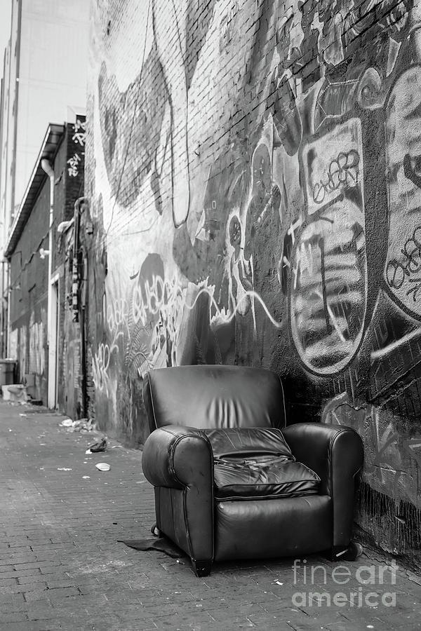2019 Photograph - U Street Chair Washington Dc by Edward Fielding