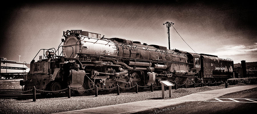 Prr Photograph - Union Pacific Big Boy Profile by Paul W Faust - Impressions of Light