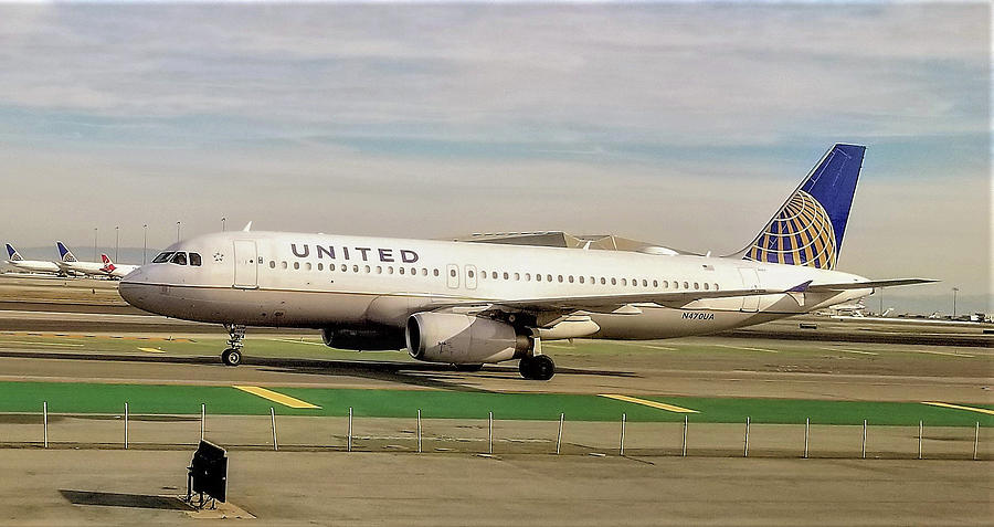 United Airline Airbus A320 at San Francisco International Airport by Jamie Baldwin