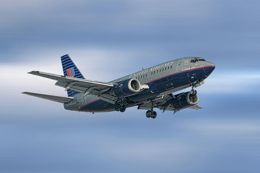 United Airlines Mixed Media - United Airlines Boeing 737-522 by Smart Aviation