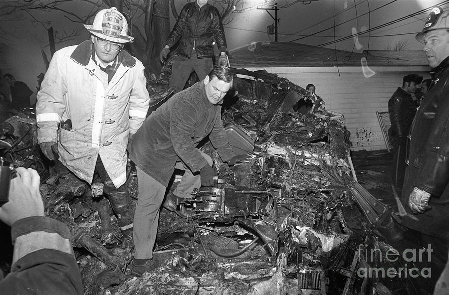 United Airlines Flight 553 Crash Photograph by Bettmann