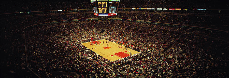 Horizontal Photograph - United Center Chicago Il Usa by Panoramic Images