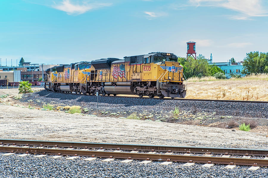Freight Trains Photograph - UP8335 Leaving Roseville by Jim Thompson