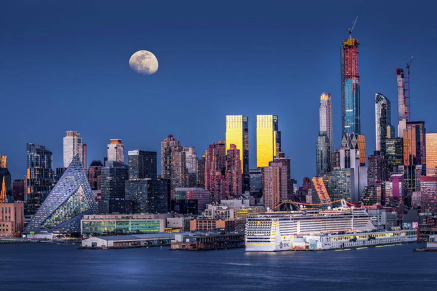 Upper NYC Syline Moonrise by Susan Candelario