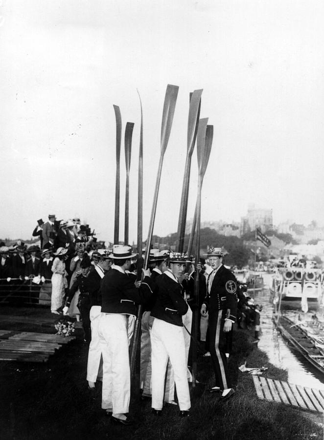 Upright Oars Photograph by Hulton Archive