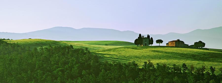 Scenic Photograph - Val Dorcia, Tuscany, Italy by Sam Bassett