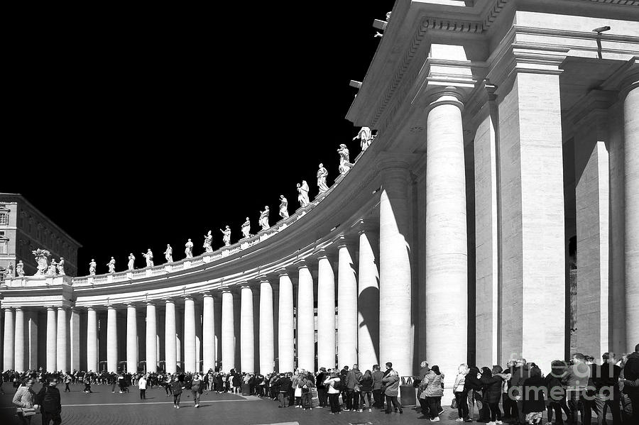 Columns Photograph - Vatican - People Lined Up  by Stefano Senise