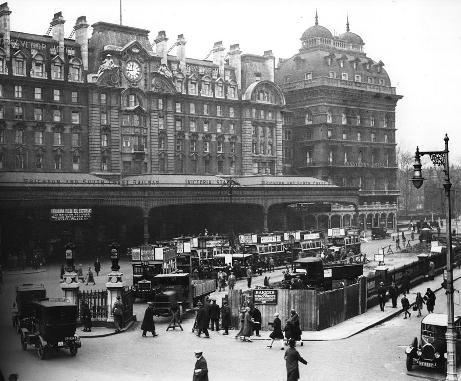 Victoria Station Photograph by Central Press