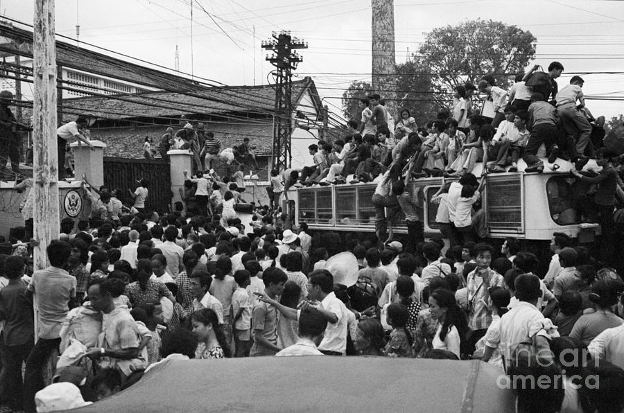 Vietnamese Civilians Crowding In Front Photograph by Bettmann
