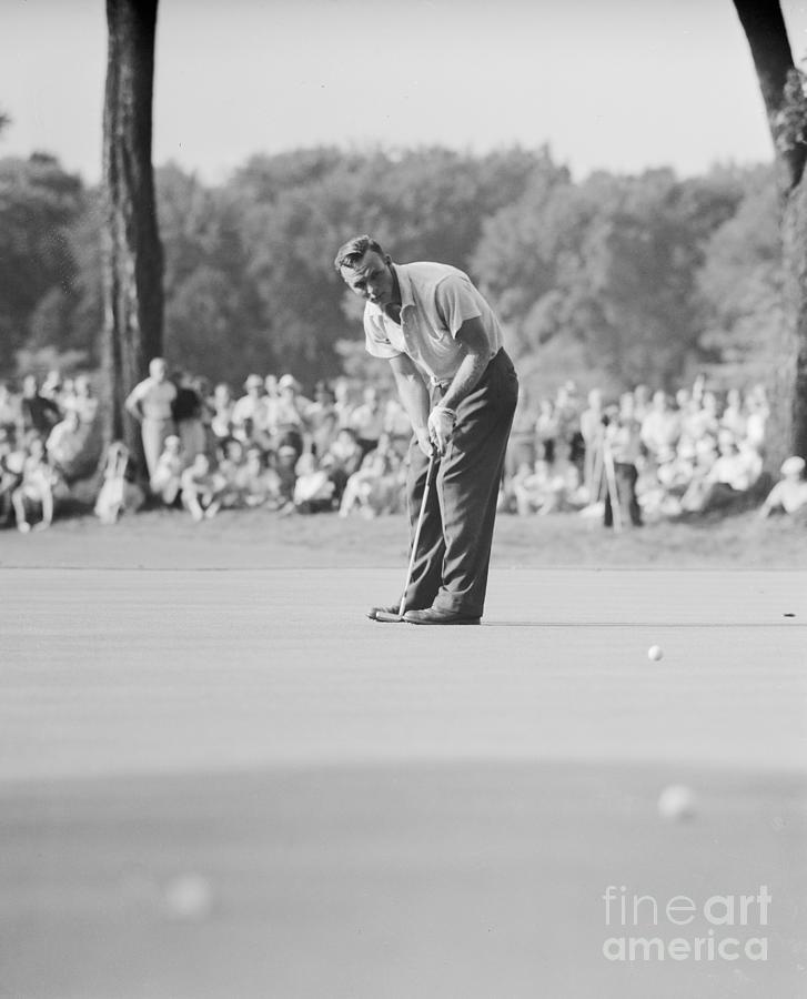 View Of Arnold Palmer Putting Photograph by Bettmann