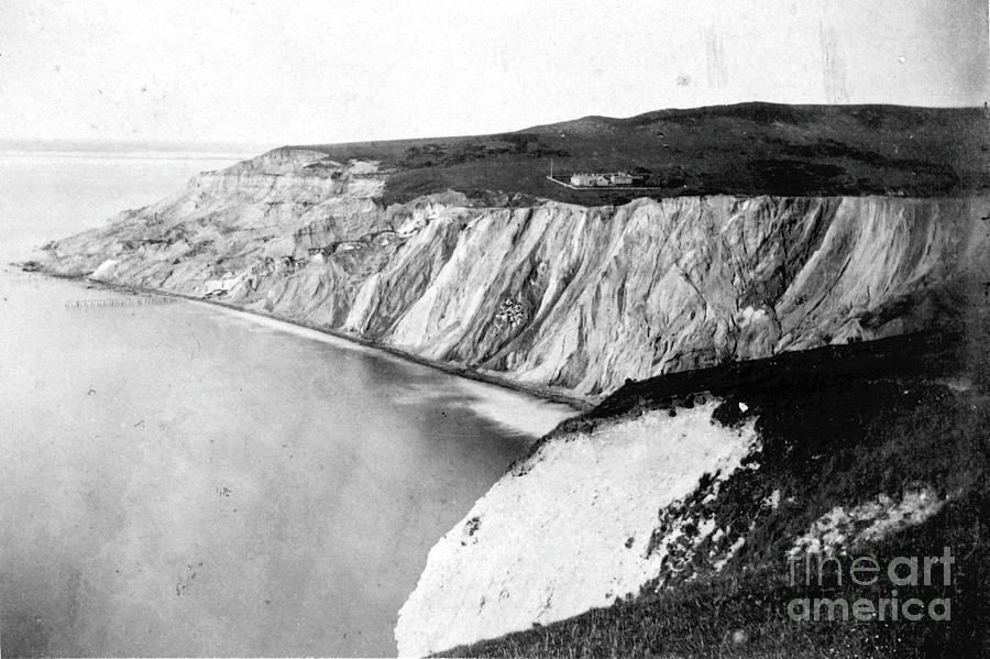 View of the coast of Alum Bay by Unknown