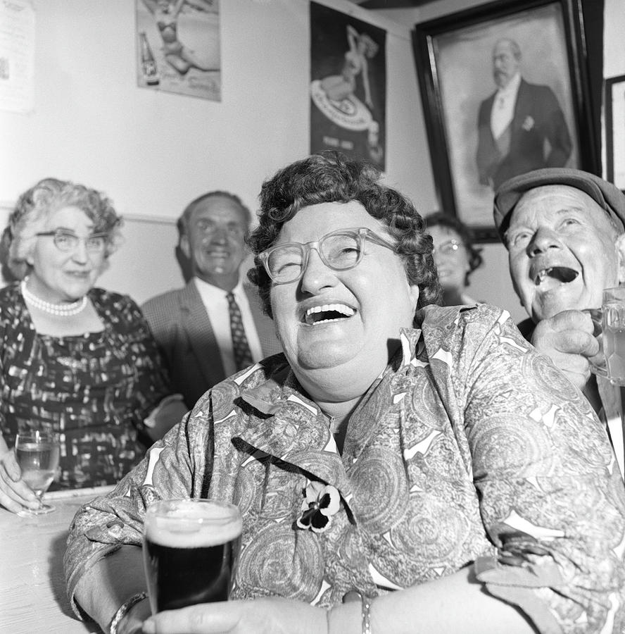 Viewers In Devon Photograph by Bert Hardy Advertising Archive