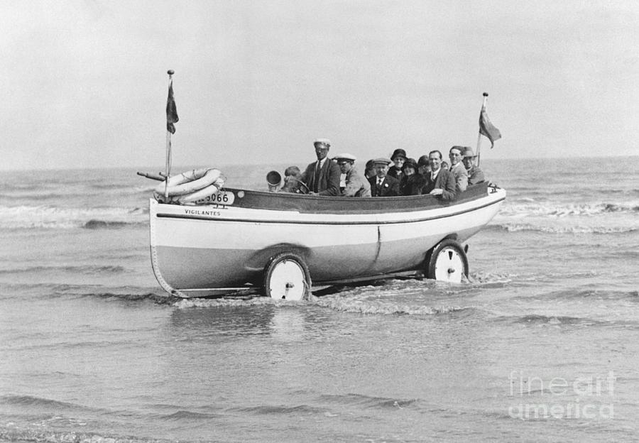 Vigilante Amphibious Vehicle Photograph by Bettmann