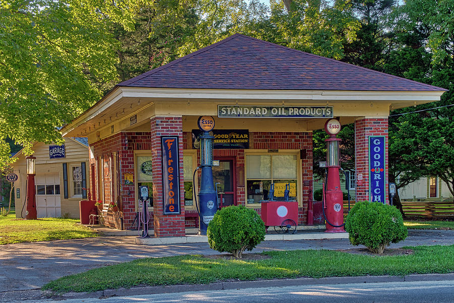 Vintage Gas Station by Jerry Gammon