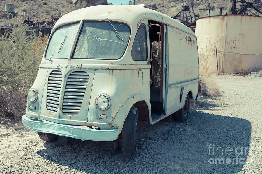 Metro Photograph - Vintage International Harvester Metro Delivery Van by Edward Fielding