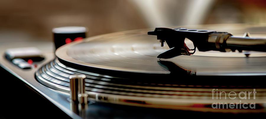 Vinyl record player by Alex Hiemstra