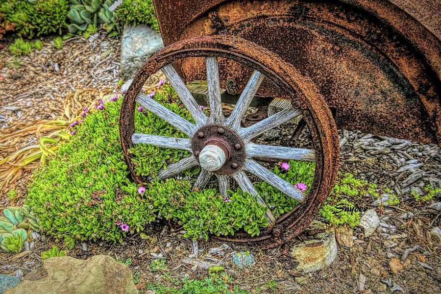 Wagon Wheel 9 Iron Inn Cambria by Floyd Snyder