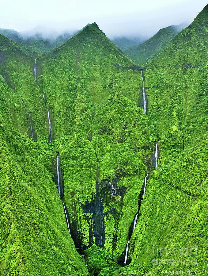 Wai ale ale Canyon by Joseph Noonan