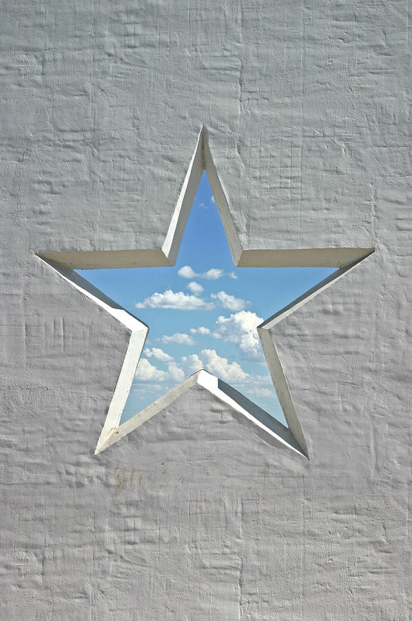 Wall Star 2 Photograph by Heathernemec