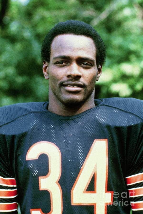 Walter Payton Of The Chicago Bears Photograph by Bettmann