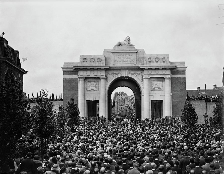 War Memorial Photograph by Davis